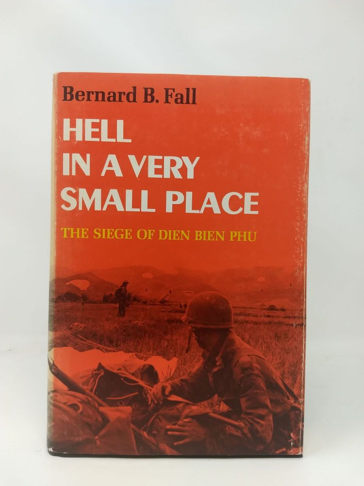 HELL IN A VERY SMALL PLACE : THE SIEGE OF DIEN BIEN PHU. Bernard B. Fall.